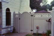 6' Almond Georgetown (large lattice) w/ Newport arch gate